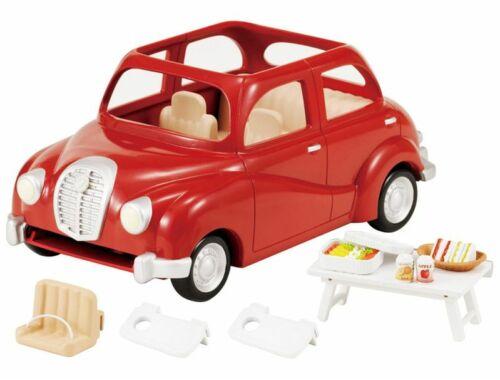 Sylvanian Families piros családi autó piknik szettel (SLV5273)